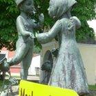 """Denkmal """"Bayerischer Bub und russisches Mädchen"""""""