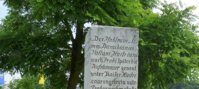 Gedenkstein bei Denkendorf